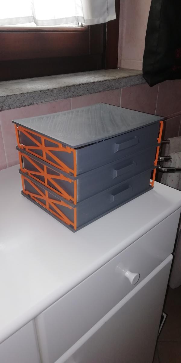 cassettiera in PLA arancione e grigio Amazonbasic